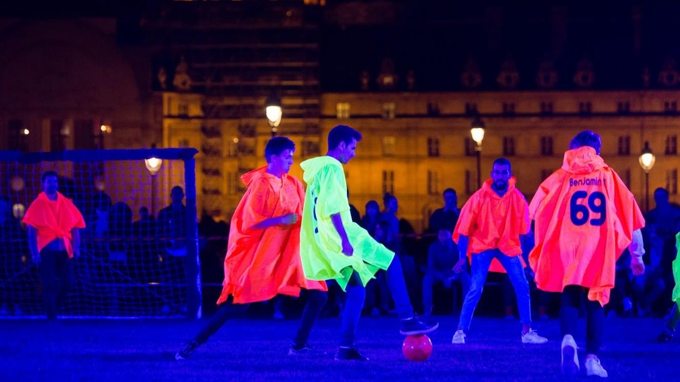 Julien Berthier, __le football c'est comme les eěchecs mais sans les deěs__, Nuit Blanche 2018, Mairie de Paris, Paris 2018 - ©JBGurliat8